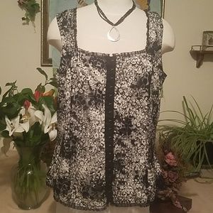Venezia Black and White lace floral sleeveless top